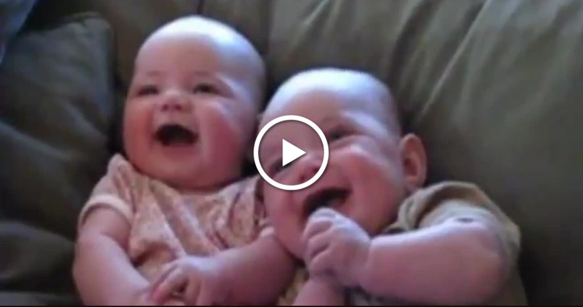 Acestea sunt cele mai amuzante râsete ale celor mai drăguți bebeluși. O sa razi cu lacrimi !