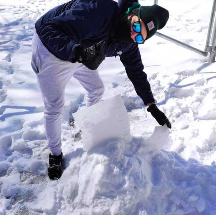 @orliesaurus on the snow